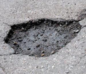 Повреждение колес из-за ям на дорогах