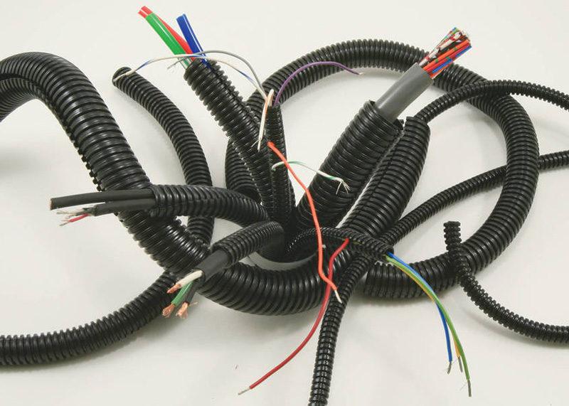 Нужно ли укладывать провода или кабель в ПВХ гофре?